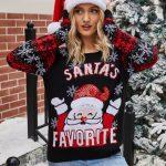 Śmieszny sweter świąteczny damski z mikołajem i śnieżynkami na rękawach czarny