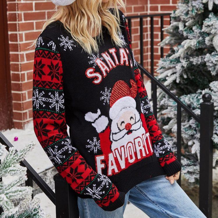 Śmieszny sweter świąteczny damski z mikołajem i śnieżynkami na rękawach czarny 2