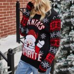 Śmieszny sweter świąteczny damski z mikołajem i śnieżynkami na rękawach czarny 3