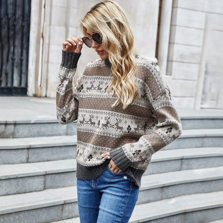 Żakardowy świąteczny sweter w kolorze brązowo grafitowym w renifery 1