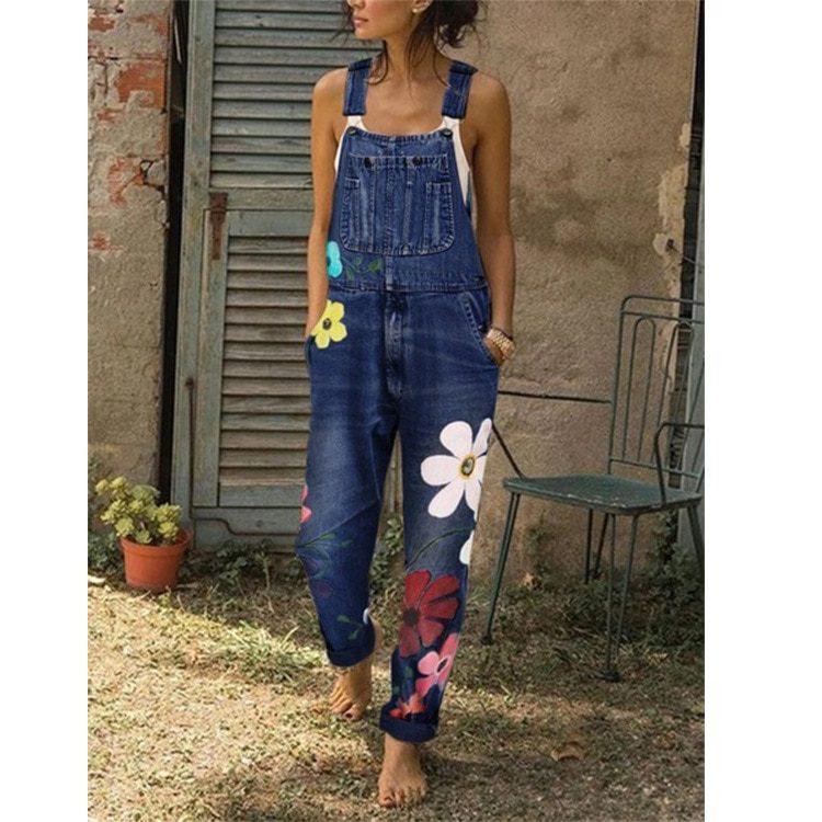 Błękitne ogrodniczki damskie boyfriend z aplikacją w kwiaty malowane 1