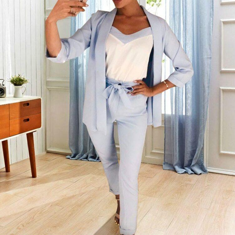 Błękitny garnitur trzyczęściowy damski zestaw bluzka marynarka i spodnie paperbag