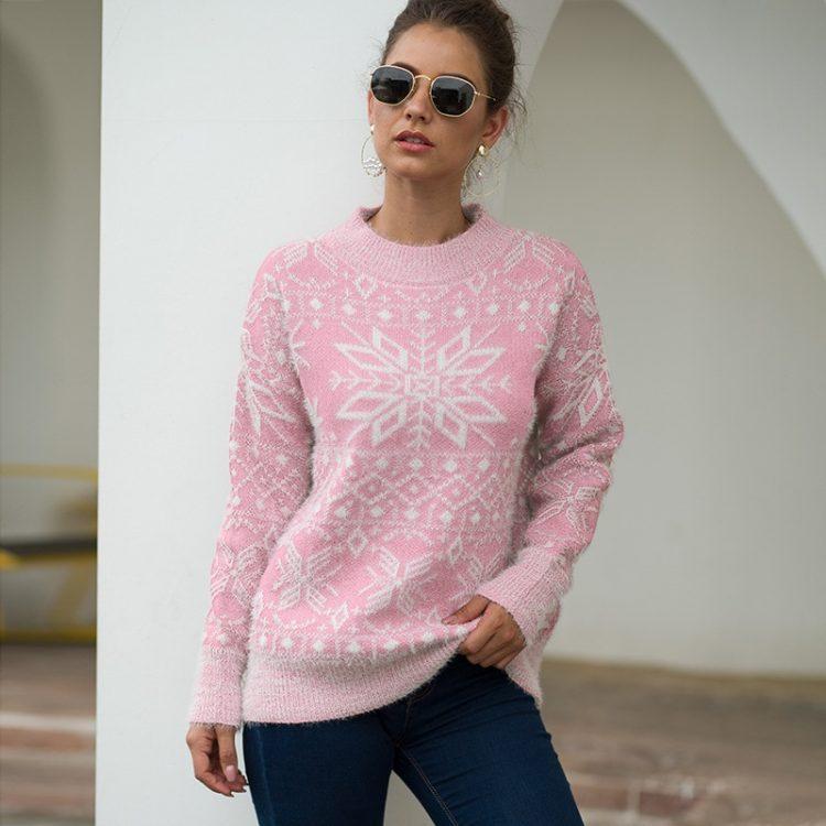 Beżowy damski sweter świąteczny z aplikacją w białe śnieżynki 2