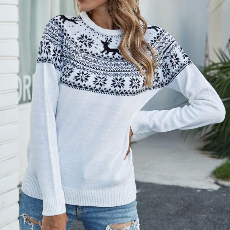 Biały sweter świąteczny rudolf z granatową aplikacją z motywem norweskim 1