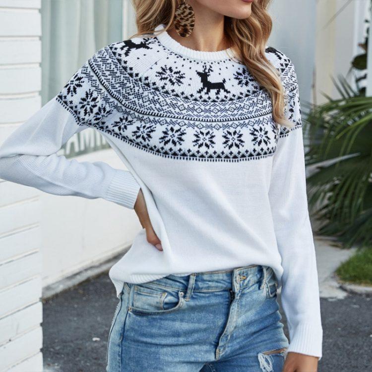 Biały sweter świąteczny rudolf z granatową aplikacją z motywem norweskim 3