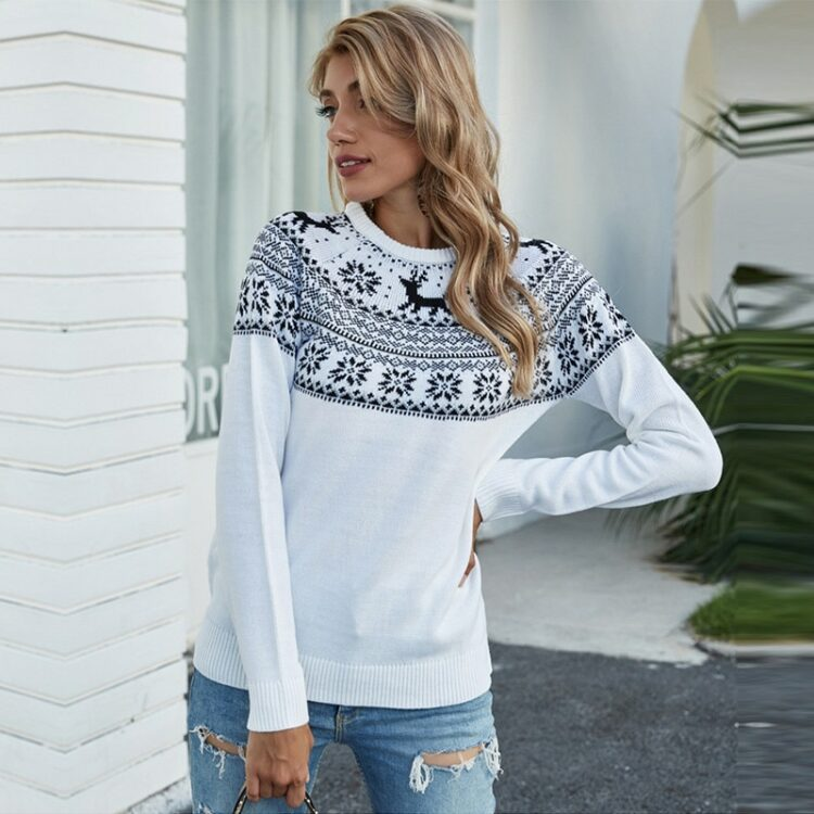 Biały sweter świąteczny rudolf z granatową aplikacją z motywem norweskim