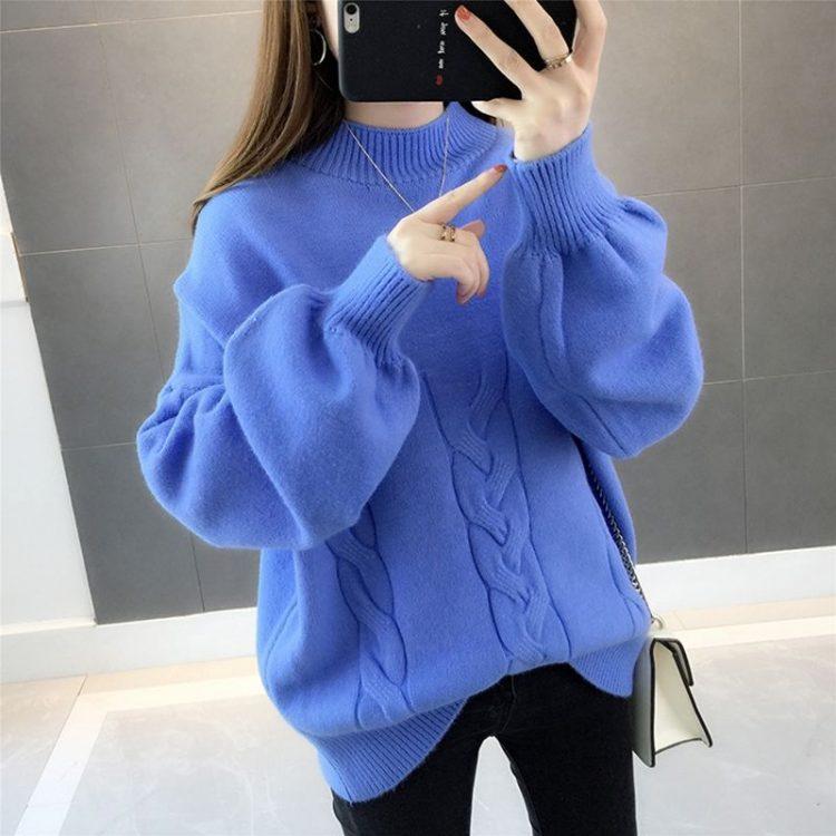 Chabrowy sweter damski z bufiastymi rękawami i półgolfem w warkocze