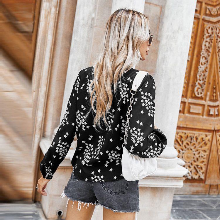 Czarna koszula z wiązaniem przy szyi z nadrukiem w białe gwiazdki 3