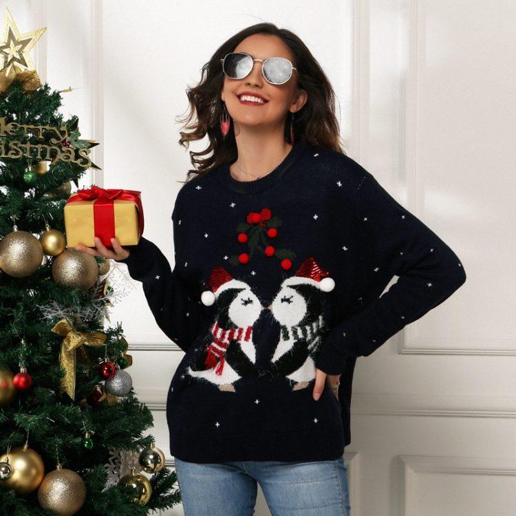 Czerwony świąteczny sweter damski z nadrukiem zakochanych pingwinów 2