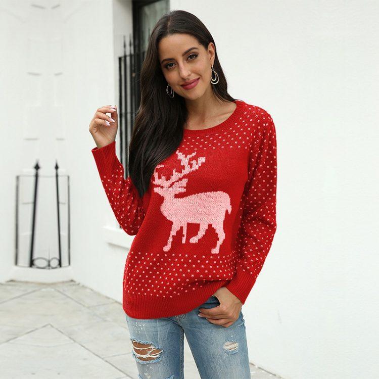 Czerwony sweter świąteczny damski z aplikacją renifera tani dzianinowy 1
