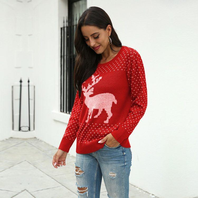 Czerwony sweter świąteczny damski z aplikacją renifera tani dzianinowy 2