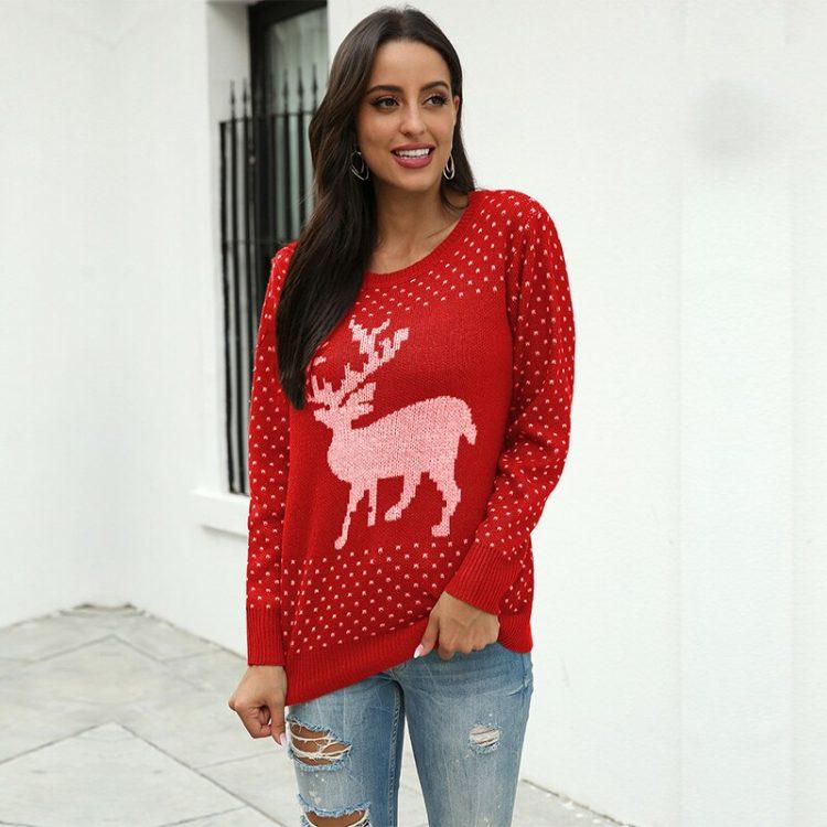 Czerwony sweter świąteczny damski z aplikacją renifera tani dzianinowy