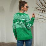 Czerwony sweter świąteczny z motywem świątecznym w renifery 2