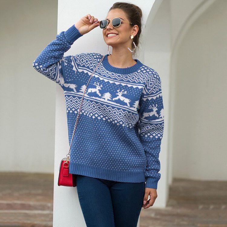Czerwony sweter świąteczny z motywem świątecznym w renifery 3