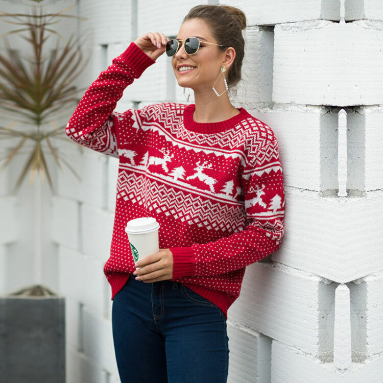 Czerwony sweter świąteczny z motywem świątecznym w renifery