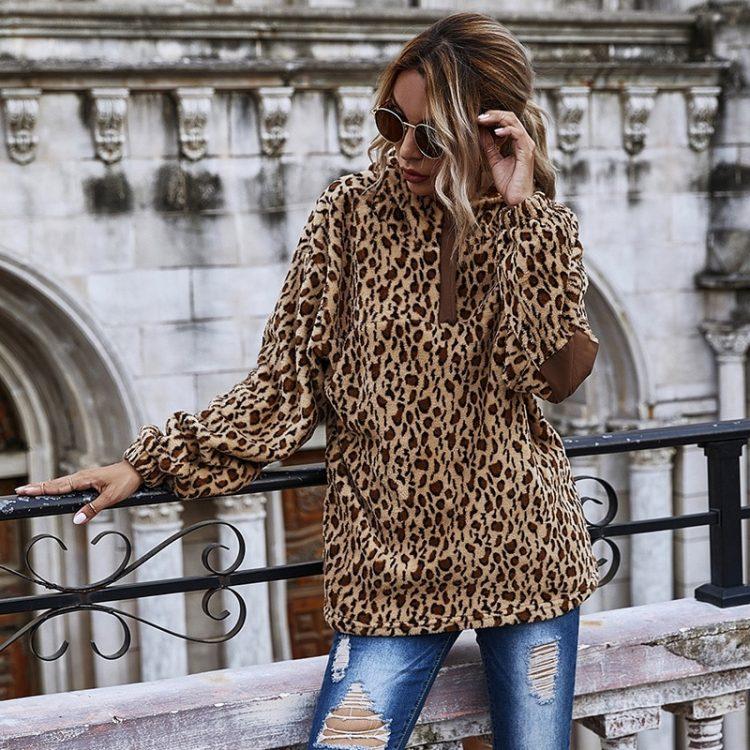 Damska bluza w panterkę o dłuższym kroju z łatami na rękawach 2