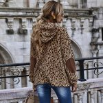 Damska bluza w panterkę o dłuższym kroju z łatami na rękawach 4