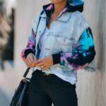 Damska jeansowa kurtka z bluzą i rękawami farbowanymi metodą tie dye 1