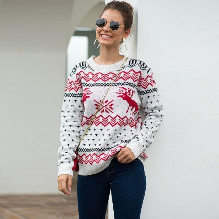 Damski sweter świąteczny biały w czerwone renifery i wzory świąteczne 1