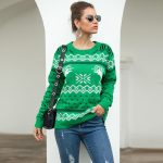 Damski sweter świąteczny biały w czerwone renifery i wzory świąteczne 2