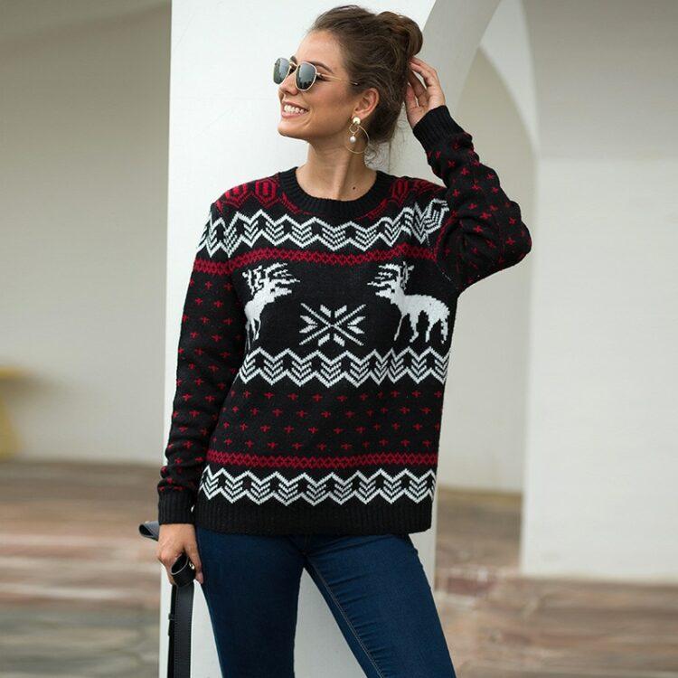 Damski sweter świąteczny biały w czerwone renifery i wzory świąteczne 3