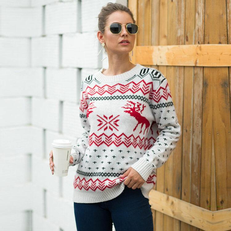 Damski sweter świąteczny biały w czerwone renifery i wzory świąteczne