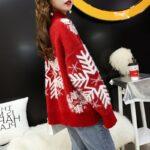 Damski sweter na boże narodzenie z motywem śnieżynki błękitny z półgolfem 2