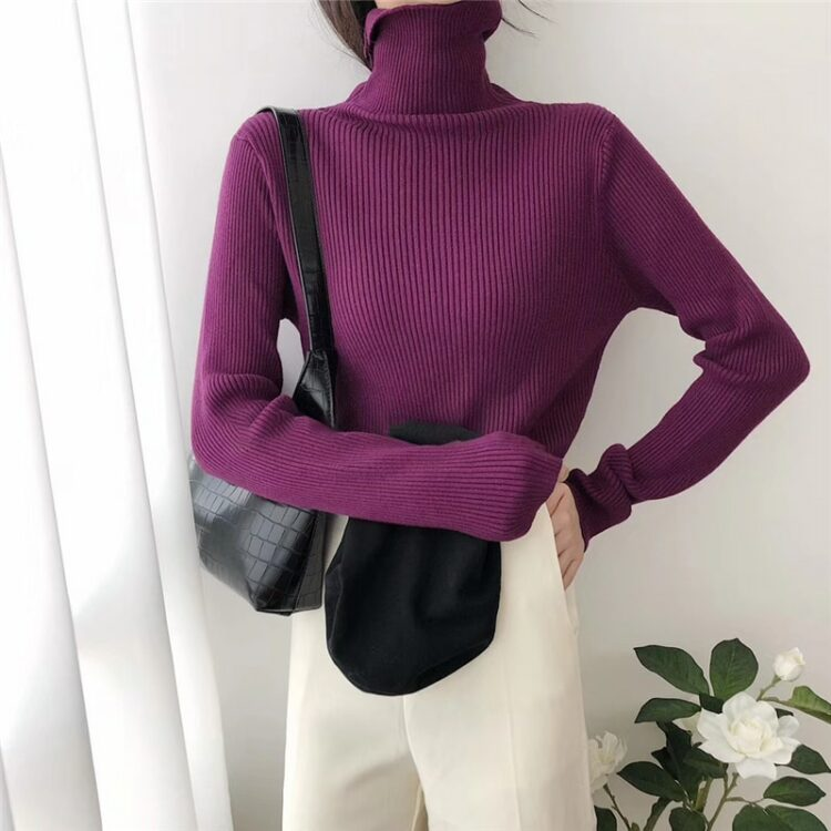 Dzianinowy jednolity brązowy sweter z golfem w prążki i długim rękawem 1