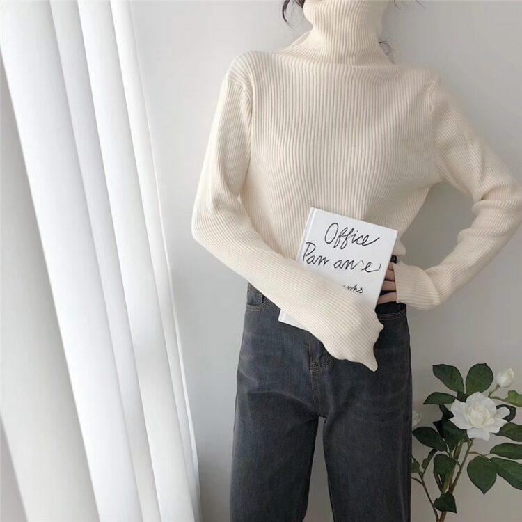 Dzianinowy jednolity brązowy sweter z golfem w prążki i długim rękawem 2