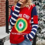 Granatowo czerwony sweter świąteczny śmieszny z tarczą i kieszonkami na rękawach 2