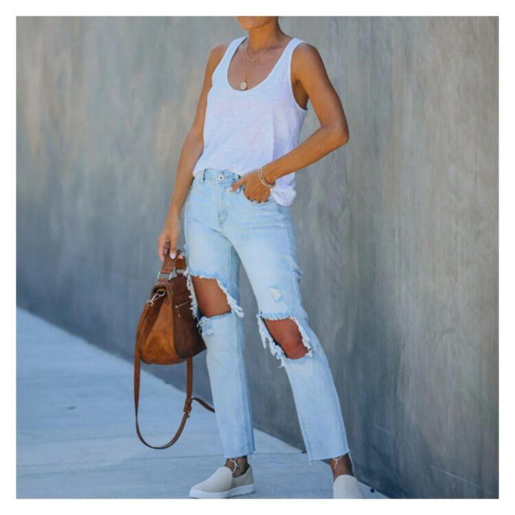 Jeansy spodnie z dużymi dziurami damskie w kolorze jasny denim 1