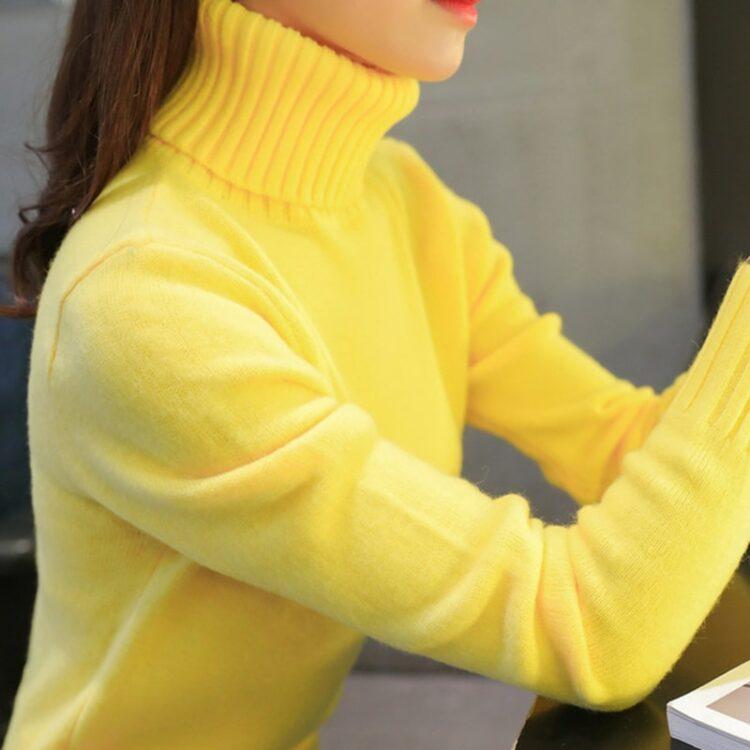 Klasyczny żółty sweter z golfem w stylu klasycznym z ściągaczami
