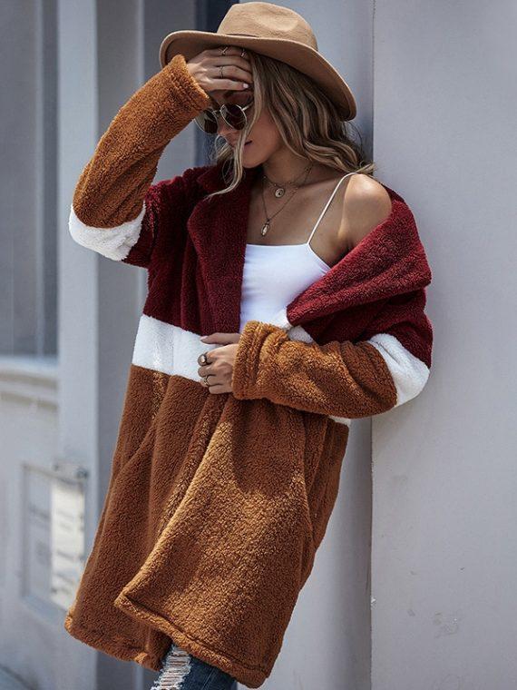 Kolorowy płaszcz damski oversize o casualowej długości w stylu pluszowym