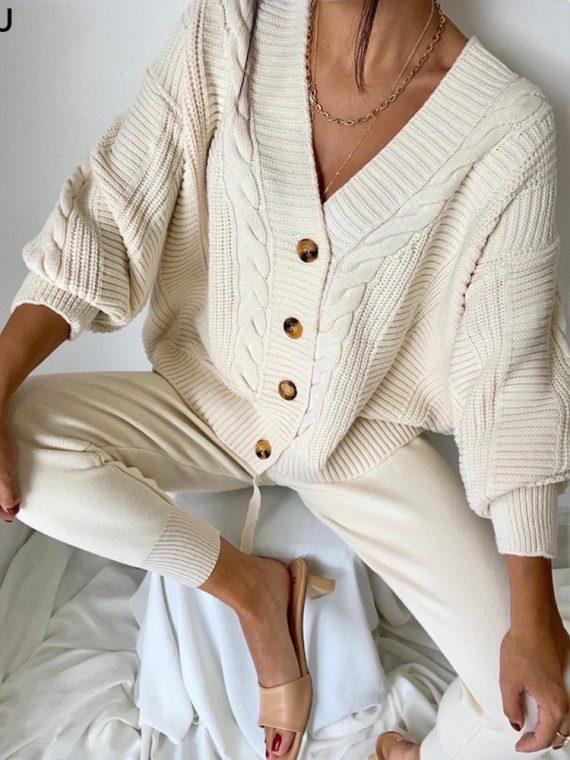 Komplet 2 częściowy dresowy w kolorze kremowym ze swetrem i spodniami