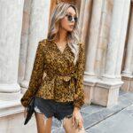 Kopertowa koszula damska z wiązaniem w pasie w lamparcie cętki 1