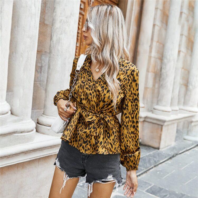 Kopertowa koszula damska z wiązaniem w pasie w lamparcie cętki 2