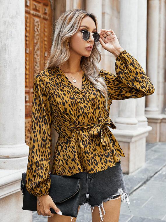 Kopertowa koszula damska z wiązaniem w pasie w lamparcie cętki