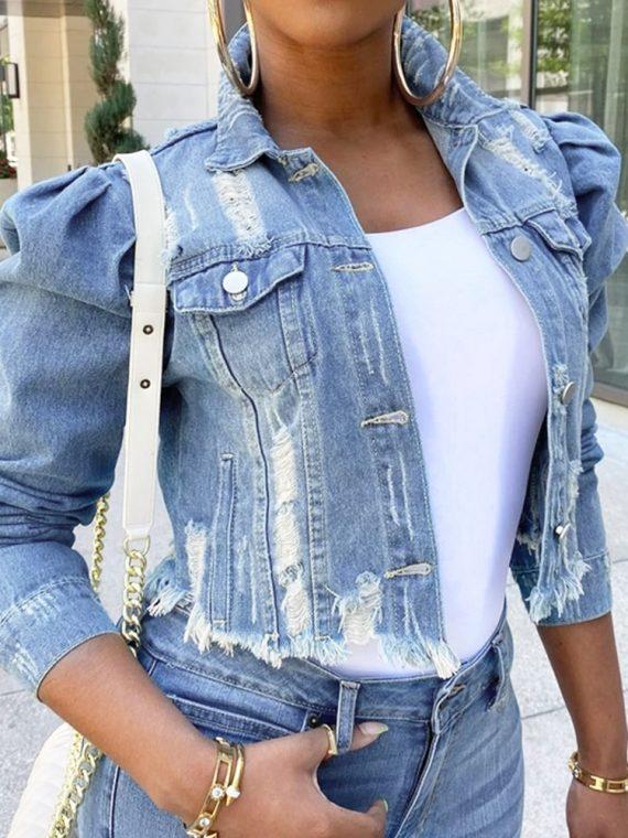 Krótka jeansowa kurtka damska z bufiastymi rękawami i przecieraniem
