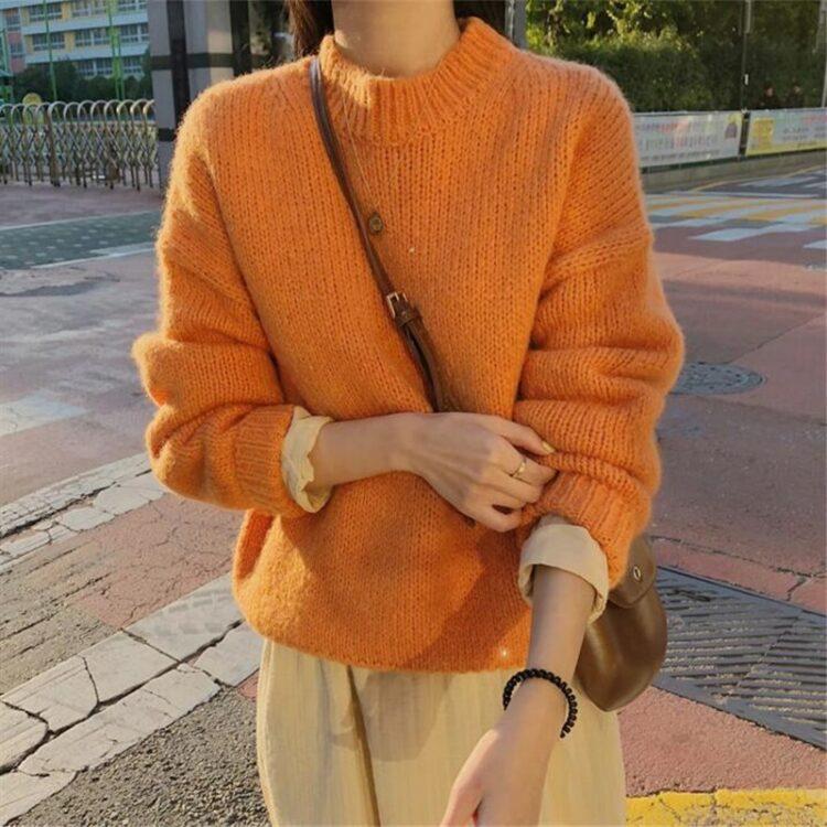 Luźny klasyczny sweter damski w kolorze pomarańczowym w stylu oversize
