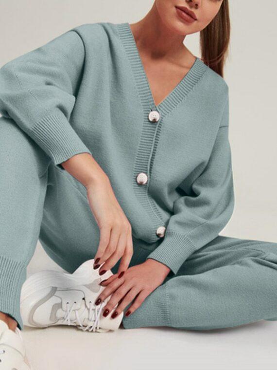 Miętowy dwuczęściowy zestaw damski ze swetrem zapinanym na guziki i spodniami dresowymi