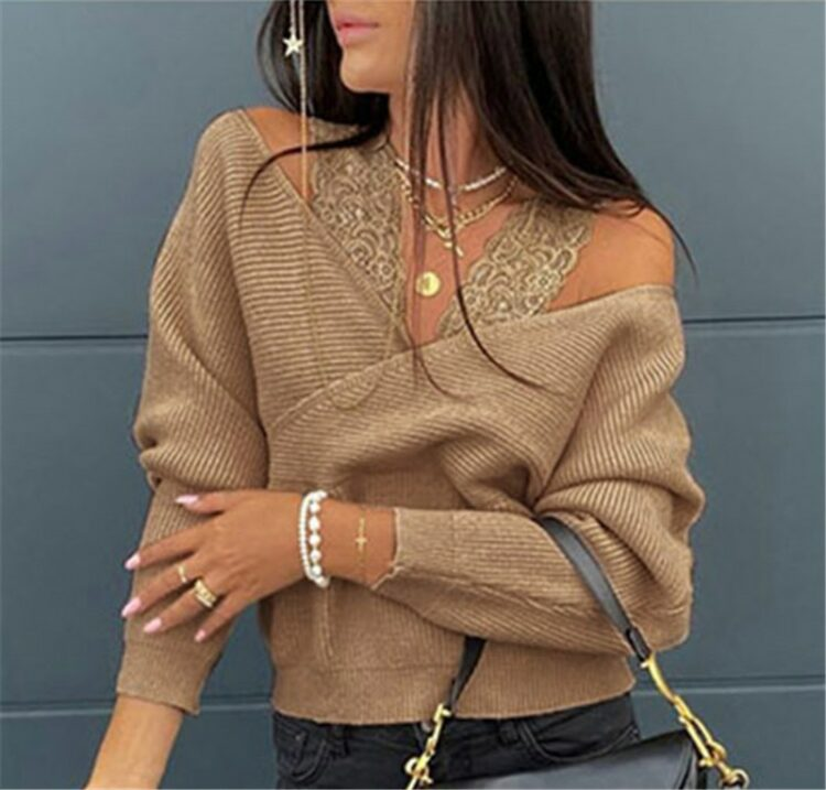 Mocca sweter kopertowy z odkrytymi ramionami i nietoperzowymi rękawami