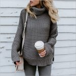 Musztardowy sweter damski luźny typu pulower z szerokim golfem 1