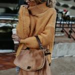 Musztardowy sweter damski luźny typu pulower z szerokim golfem