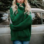 Musztardowy sweter damski luźny typu pulower z szerokim golfem 2
