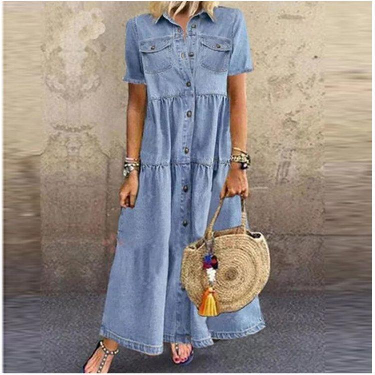 Niebieska rozszerzana sukienka jeansowa z odcięciami długa do ziemi