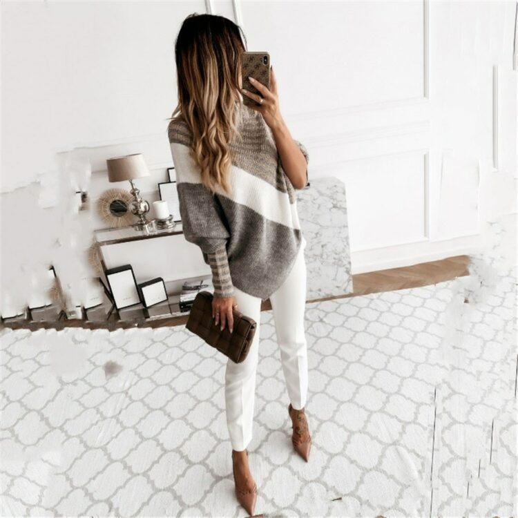 Obszerny sweter ala ponczo z golfem oraz bufiastymi rękawami 1