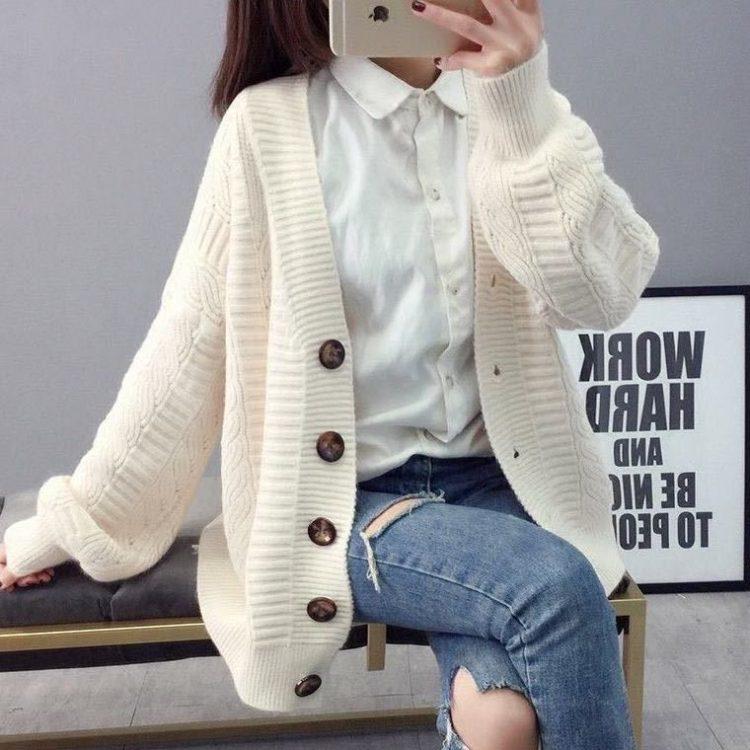 Pastelowy jasno różowy sweter typu kardigan z zapięciem na duże guziki 2