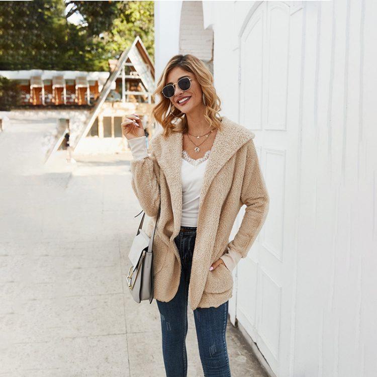 Pluszowa kurtka beżowa damska z kapturem na jesień/zimę bez zapięcia 1