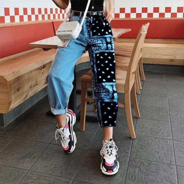 Slouchy jeansy damskie z różnym drukowaniem na nogawkach i wyższym stanem