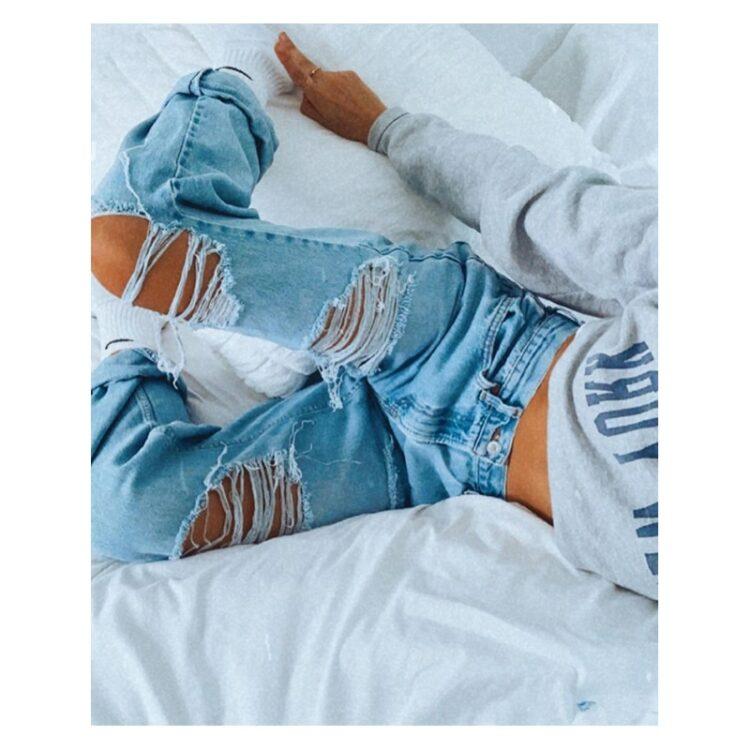 Spodnie jeansy z dziurami damskie w kolorze jasny denim typu rurki 1
